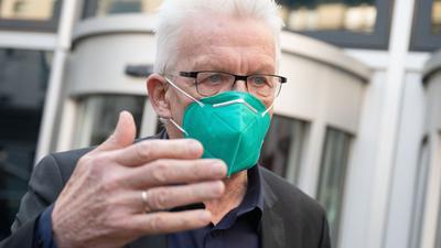 Winfried Kretschmann (Bündnis 90/Die Grünen) gestikuliert.