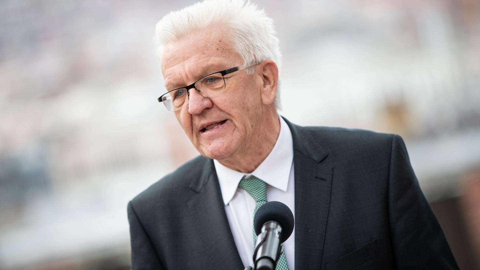 Winfried Kretschmann, Ministerpräsident von Baden-Württemberg, gibt ein Pressestatement.