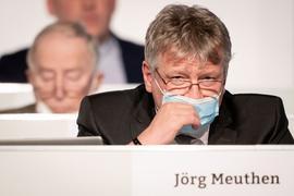 AfD-Bundessprecher Jörg Meuthen (r) auf dem AfD-Bundesparteitag.