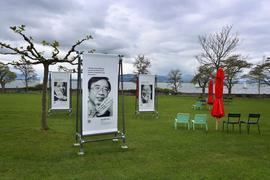 Portraits von Wissenschaftlern aus der ganzen Welt sind am Ufer des Bodensees ausgestellt.
