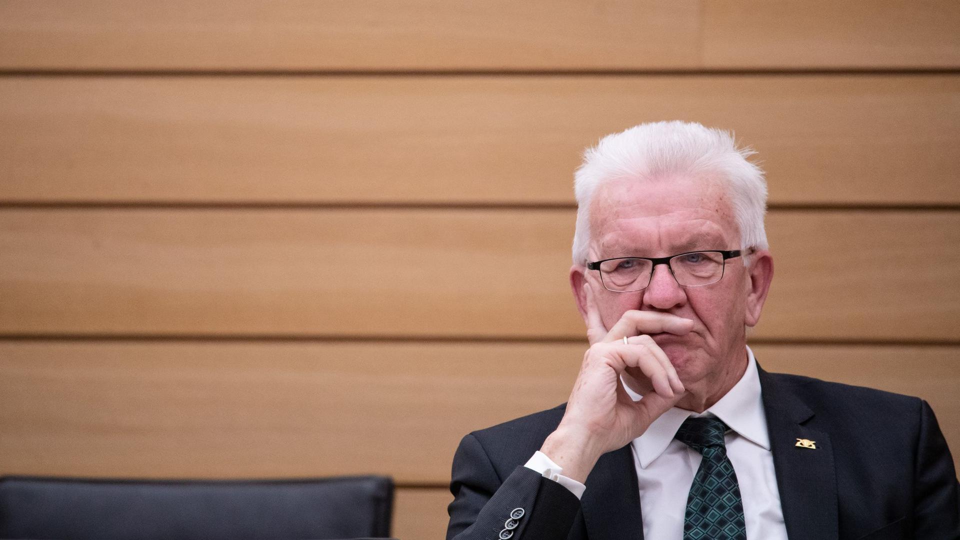 Umfrage: Winfried Kretschmann (Bündnis 90/Die Grünen) kann mit seiner Bekanntheit die Skepsis gegenüber der Koaltion im Land nicht verringern.