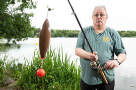 Hans-Hermann Schock, Vorsitzender des Württembergischen Angler Vereins. Er zieht gegen das Nachtangelverbot vor Gericht.