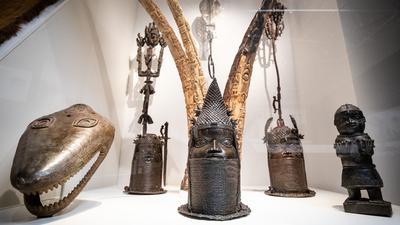 Verschiedene Skulpturen aus Nigeria sind im Linden-Museum in Stuttgart zu sehen.