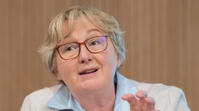 Baden-Württembergs Wissenschaftsministerin Theresia Bauer (Grüne) spricht bei einer Pressekonferenz.