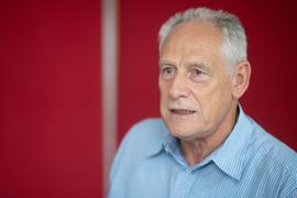 Baden-Württembergs DGB-Vorsitzender Martin Kunzmann spricht mit Journalisten in Stuttgart.