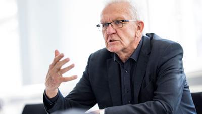 Baden-Württembergs Ministerpräsident Winfried Kretschmann gibt ein Interview.