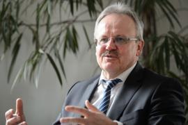 Zenon Bilaniuk, Landesvorsitzender des Bundes der Steuerzahler Baden-Württemberg, spricht bei einem Interview.