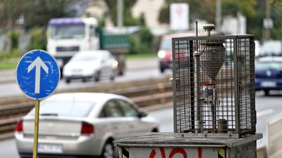 Der Verkehr hat einen hohen Anteil an der Belastung für die Luft, wie Überwachungsstationen nachweisen.