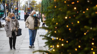 Weihnachten und Neujahr in Zeiten der Pandemie? Die Festtage werden sicherlich anders ablaufen, als man es in den vergangenen Jahren gewohnt war. Abstand und Maske sind das Gebot der Stunde.