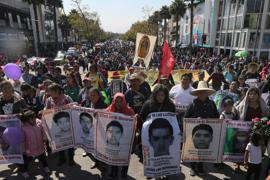 Angehörige haben mit Demonstrationen immer wieder an die 43 vermissten Lehramtsstudenten erinnert.
