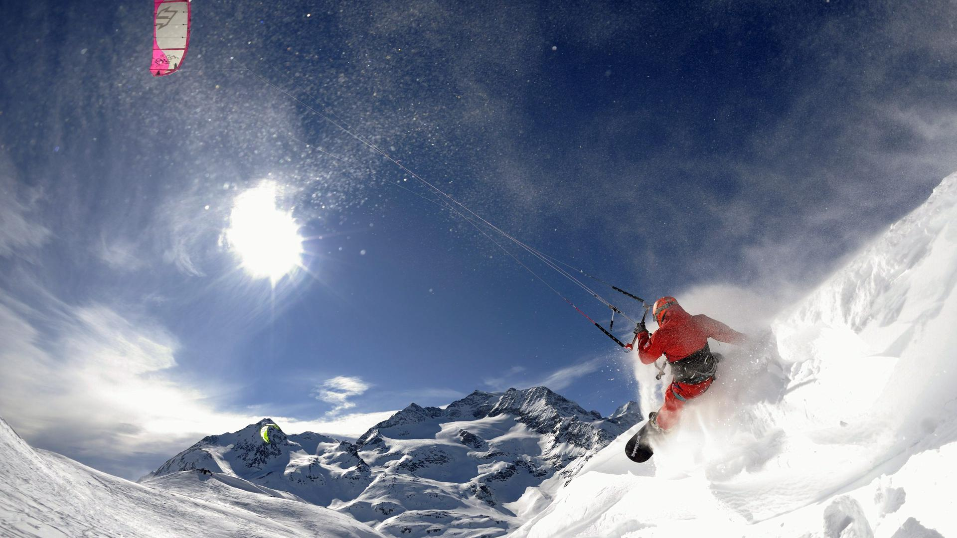 ARCHIV - Snow kite professional Marco Koeppel from Widnau, Switzerland, profits of the fresh winds to surfs the snowy mountains of the region of the Bernina Pass, Canton of Grisons, Switzerland on 19 February 2009. EPA/DIETMAR STIPLOVSEK NO SALES - NO ARCHIVES (zu dpa-Meldung: «Es geht extremer: Spektakuläre Wintersportarten abseits der X-Games» vom 21.01.2015) +++ dpa-Bildfunk +++