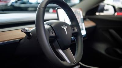 """Tesla will """"autonomes Fahren"""" anders verstanden haben als in der Autobranche allgemein üblich."""
