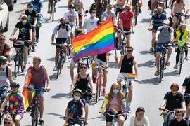 Wegen der Corona-Pandemie fand der CSD in Hamburg als Fahrraddemo statt.