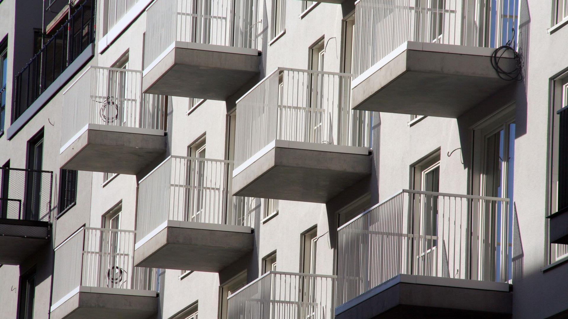 Trotz der immensen wirtschaftlichen Folgen der Pandemie sind die Mieten sowie Preise für Wohnungen und Häuser im ersten Halbjahr weiter gestiegen.