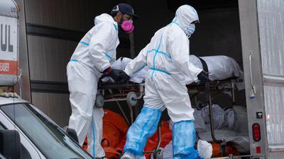 Im April mussten Corona-Tote in New York zwischenzeitlich in Kühltransportern gelagert werden. Die USA verzeichnen weiter die meisten Toten weltweit.