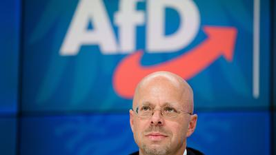 Andreas Kalbitz lässt den Fraktionsvorsitz zunächst bis zu einem Gerichtsentscheid über seinen Partei-Rauswurf ruhen.