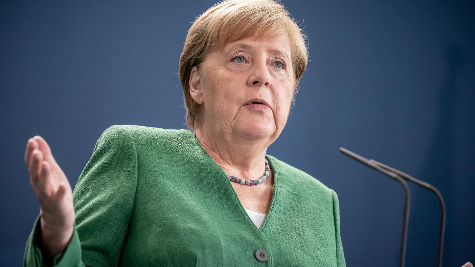 Bundeskanzlerin Angela Merkel trifft sich mit den Ministerpräsidenten der Länder.