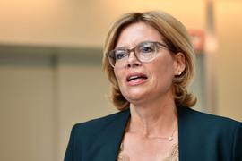 Bundesagrarministerin Julia Klöckner spricht bei einer Pressekonferenz zum Thema Fleischbranche und Tierwohl.