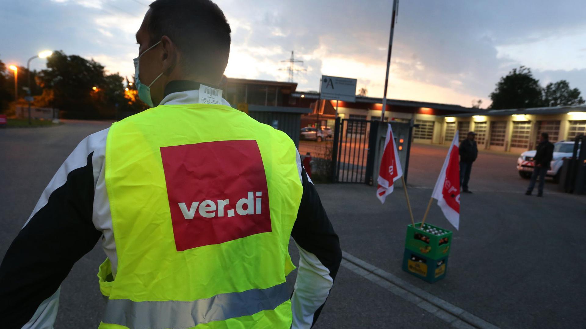 Im öffentlichen Dienst brodelt es. Laut Verdi-Chef werden sich die Warnstreiks in Kommunen ausdehnen.