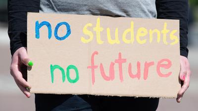 Der Staat hat in den vergangenen Monaten insgesamt rund 60 Millionen Euro sogenannter Überbrückungshilfe an Studenten gezahlt, die wegen Corona in eine finanzielle Notlage geraten sind.