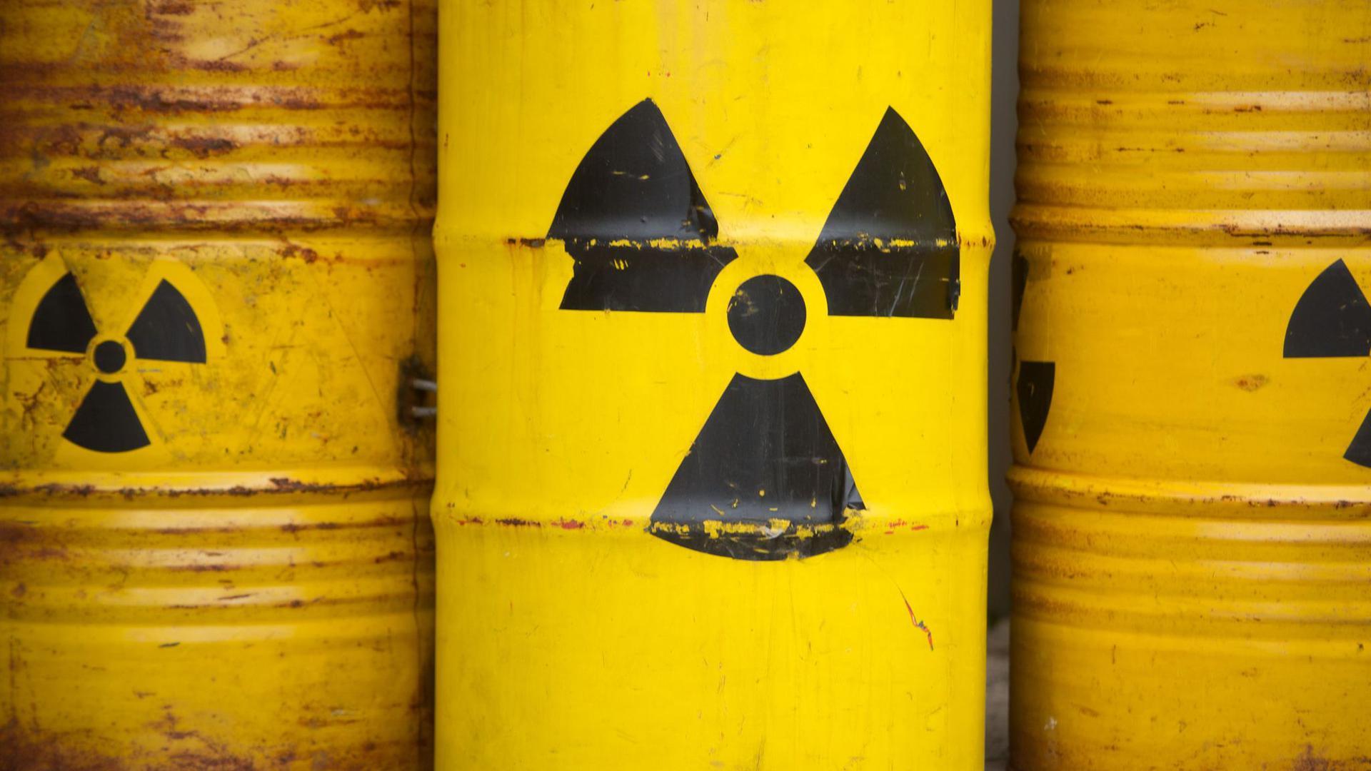 Bis 2031 soll ein Ort gefunden werden, an dem der strahlende Abfall aus Atomkraftwerken möglichst sicher unterirdisch gelagert werden kann. Von 2050 an soll das Endlager genutzt werden.