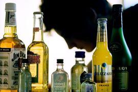 Immer noch landen mehr als 20.000 Kinder und Jugendliche mit einer Alkoholvergiftung im Krankenhaus.