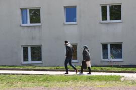 Asylbewerber auf dem Gelände der Erstaufnahmeeinrichtung des Landes Thüringen.