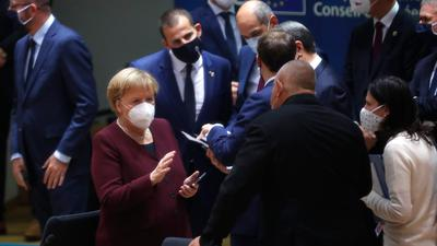 Bundeskanzlerin Angela Merkel im Kreis der Staats- und Regierungschefs beim EU-Gipfel in Brüssel.