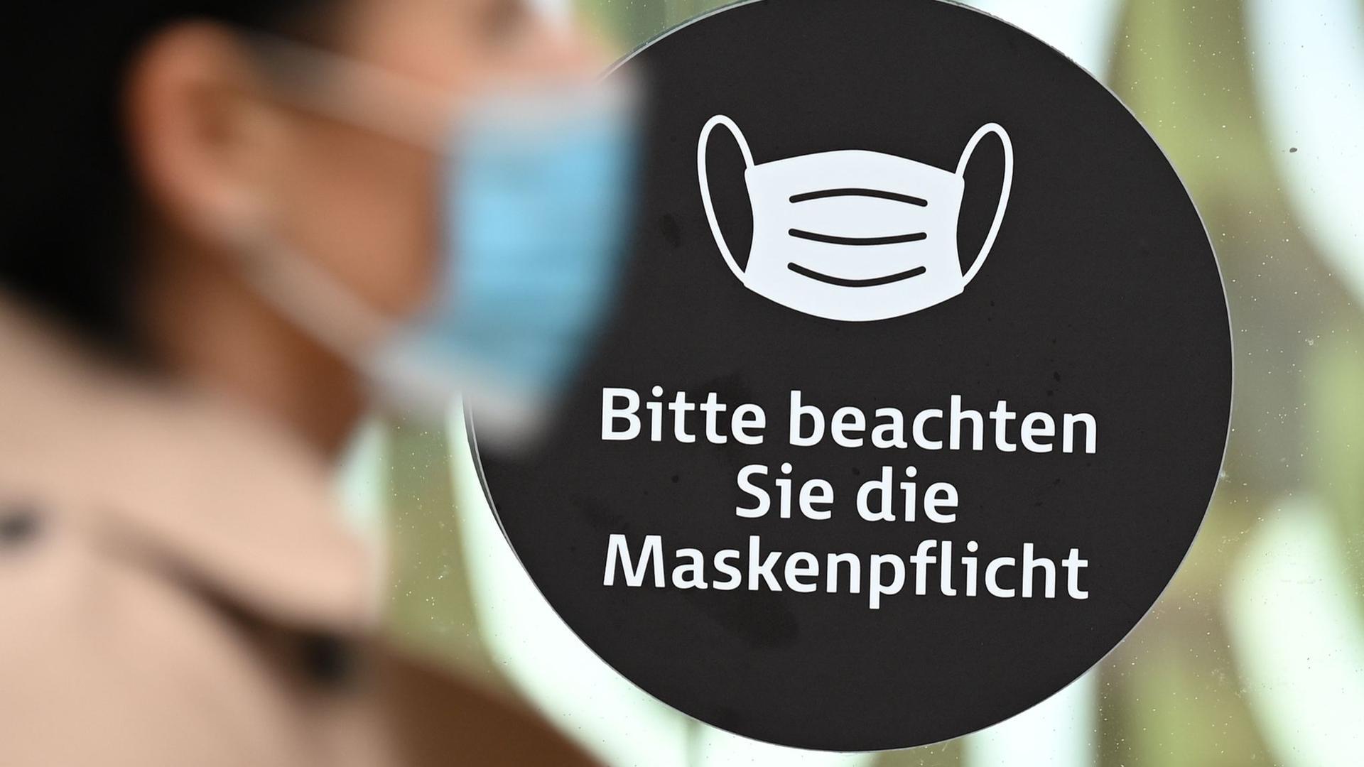 Eine verschärfte Maskenpflicht gilt seit Montag auch in Baden-Württemberg.