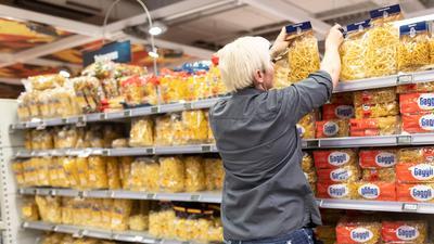 Der Lebensmittelhandel sieht aktuell kein Problem durch panische Vorratskäufe.