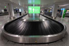 Mai 2020: Ein leeres Gepäckband in einem Flughafen.