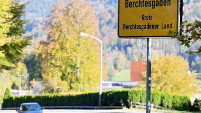 Im Kampf gegen die extrem gestiegenen Corona-Infektionszahlen im oberbayerischen Landkreis Berchtesgadener Land wird eine Ausgangsperre verhängt.