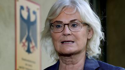 Bundesjustizministerin Christine Lambrecht will, dass u.a. die Verbreitung von Kinderpornografie als Verbrechen angesehen wird.