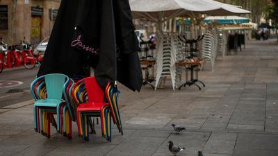 In Spanien sind mehr als 1 Millionen Menschen infiziert - das Land erwägt die Abschottung bestimmter Gebiete.