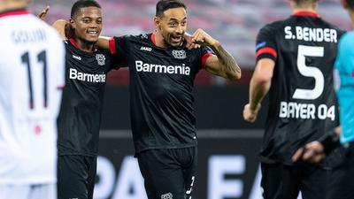 Karim Bellarabi (M) steuerte zwei Treffer zum Leverkusener Sieg gegen Nizza bei.