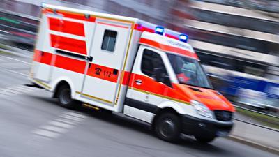 Bei dem Unfall bei Metzingen gab es zwei Schwerverletzte (Archiv).