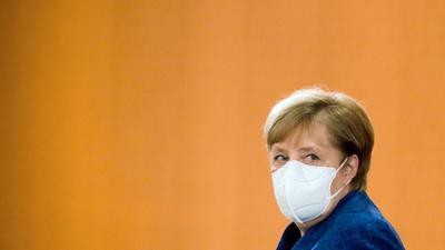 Bundeskanzlerin Angela Merkel kommt zu einer Sitzung des Bundeskabinetts im Kanzleramt.