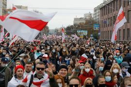 Mehr als 100.000 Menschen haben ungeachtet eines massiven Polizei- und Militäraufgebots den elften Sonntag in Folge in Belarus gegen Machthaber Lukaschenko protestiert.
