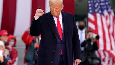US-Präsident Trump kommt zu einer Wahlkampfkundgebung.