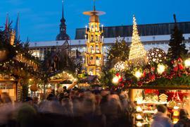 Der Striezelmarkt in Dresden soll stattfinden. Aber vielerorts fallen die Weihnachtsmärkte in diesem Jahr aus.