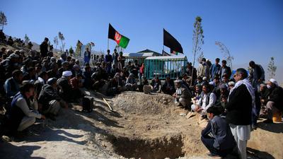 Beerdigung eines Opfers des Selbstmordanschlags vom 24. Oktober in Kabul.