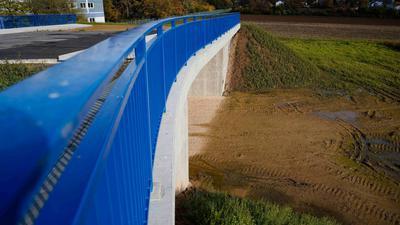 Diese weitgehend überflüssige Brücke in Baden-Württemberg schaffte es in das vom Bund der Steuerzahler vorgestellte Schwarzbuch.