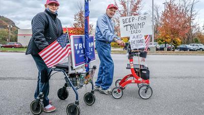 Trump-Anhänger mit Rollatoren. Die Präsidentschaftswahl in den USAfindet am 03. November 2020 statt.