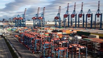 Containerumschlag im Hamburger Hafen.