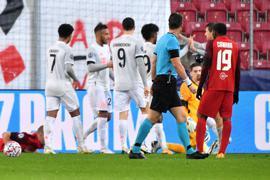 Am Ende gewannen die Bayern bei RB Salzburg mit 6:2.
