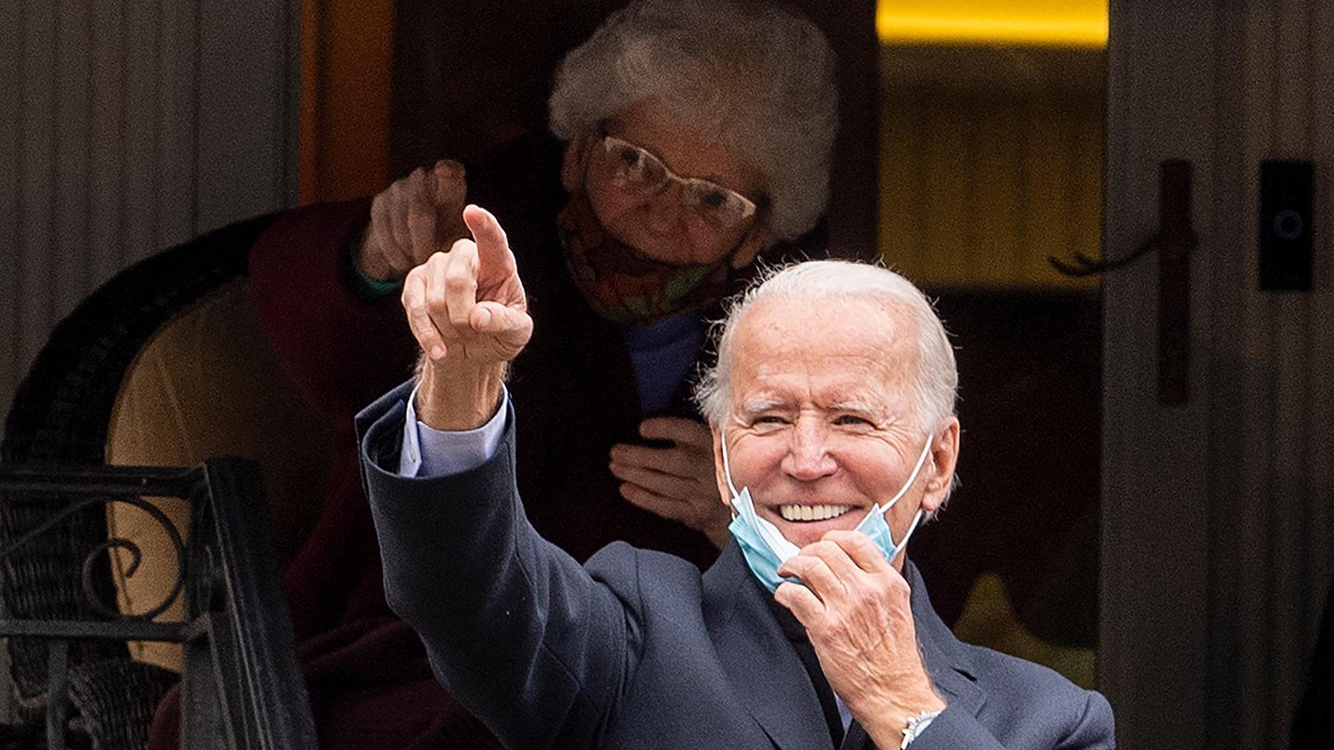 Herausforderer Joe Biden steht vor seinem Elternhaus in Scranton/Pennsylvania. Zukünftig möchte er im Weißen Haus residieren.