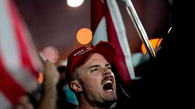 Anhänger von Donald Trump demonstrieren in Phoenix/Arizona.