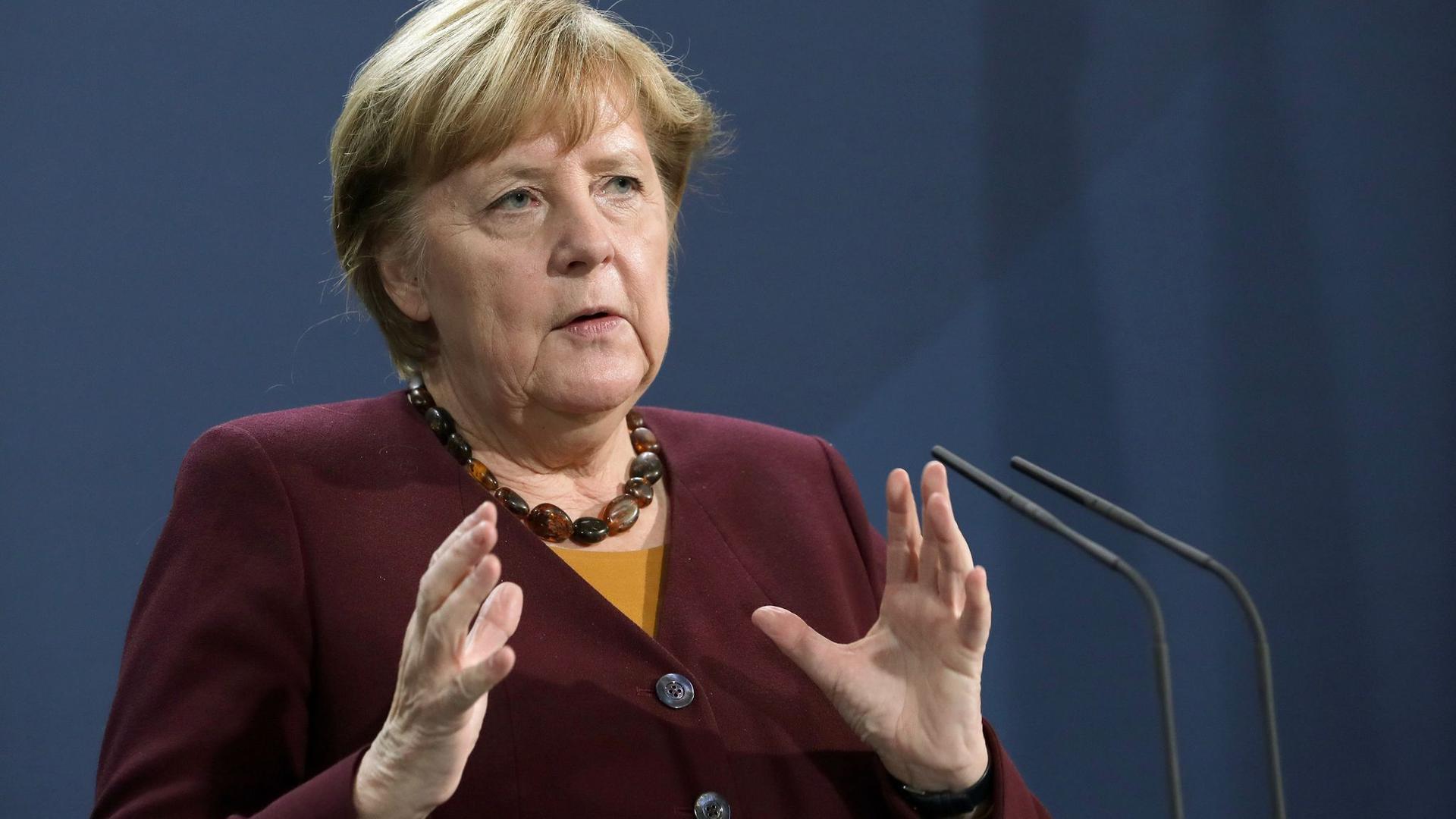 """""""Man muss ja sagen, dass die Nachrichten der letzten Tage bezüglich der Entwicklung eines Impfstoffes sehr zuversichtlich stimmen"""", sagt Bundeskanzlerin Merkel."""