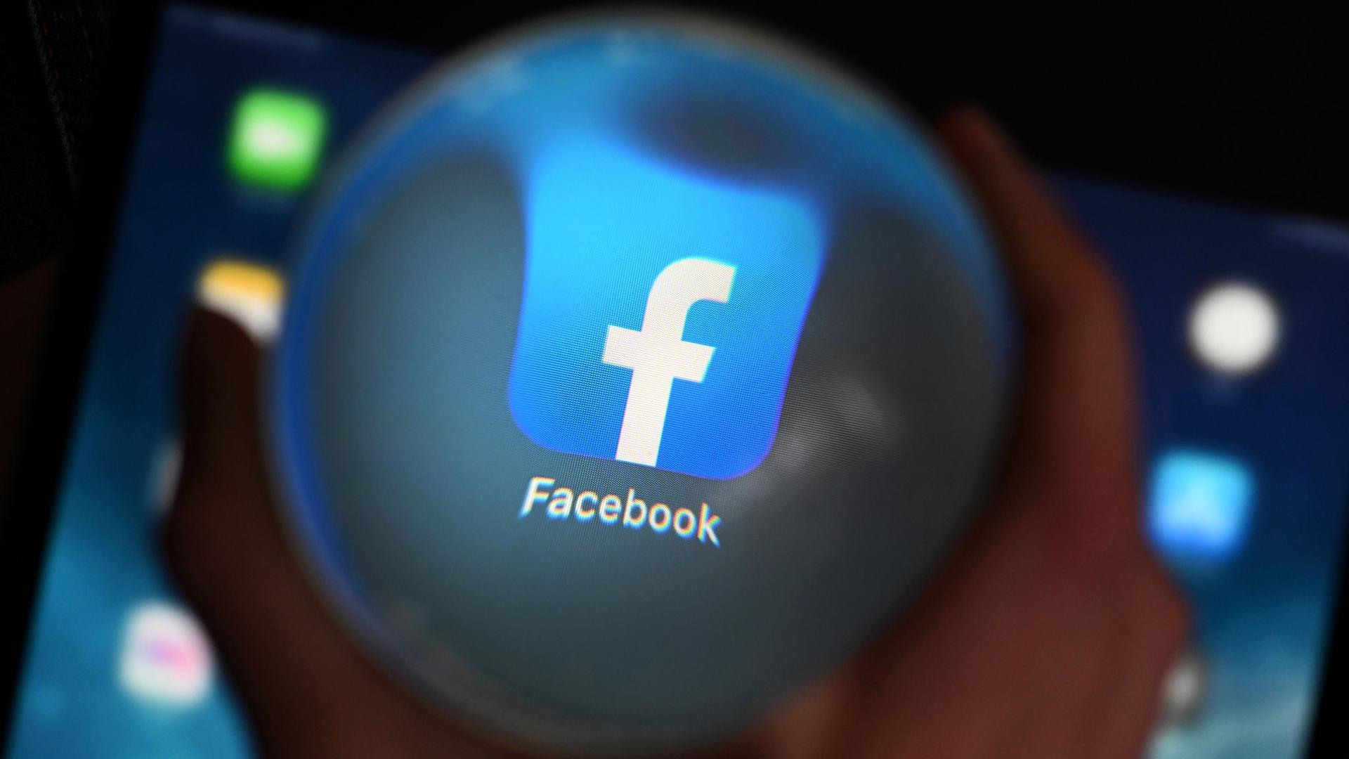 """Facebook benutzt das Programm Photo-DNA in all seinen Apps """"um bekanntes Kindesmissbrauchsmaterial zu finden und es schnell zu löschen""""."""