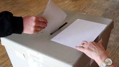 In Ahnatal hatten sowohl Amtsinhaber Michael Aufenanger (CDU) als auch Herausforderer Stephan Hänes (SPD) mit jeweils 2106 exakt die Hälfte der Stimmen bekommen.